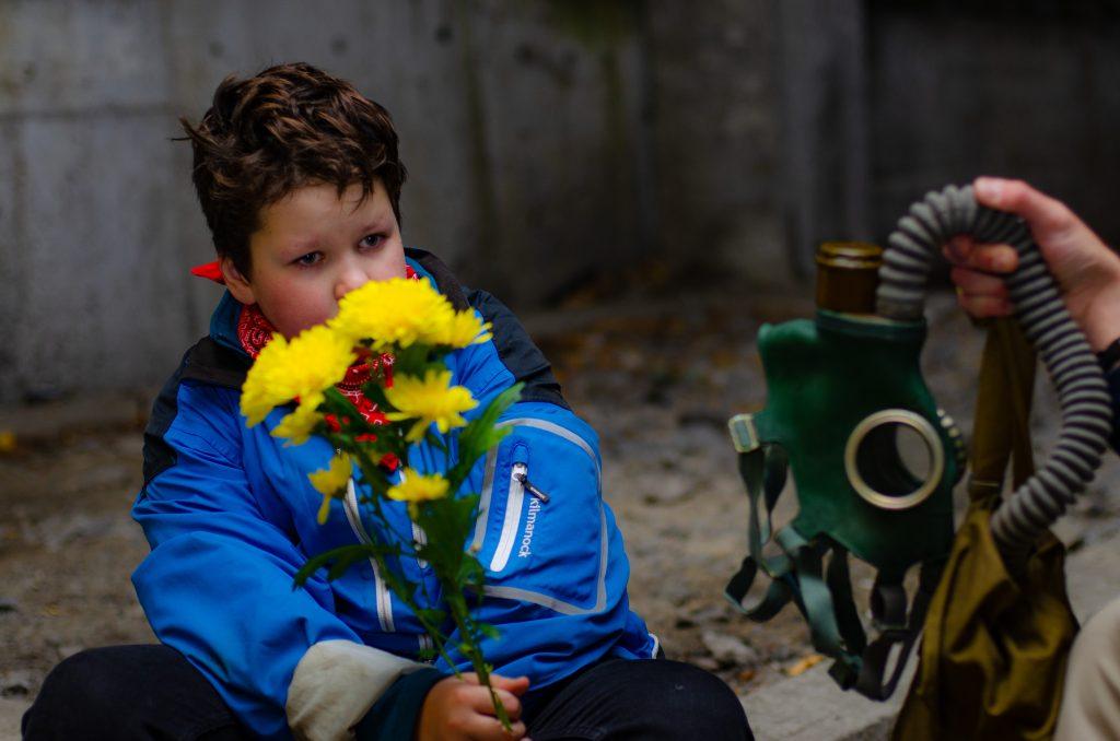 в противогазе цветы не пахнут