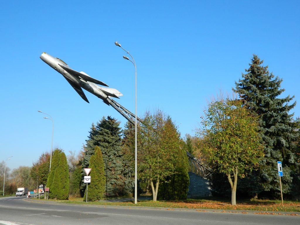 Літак – пам'ятник