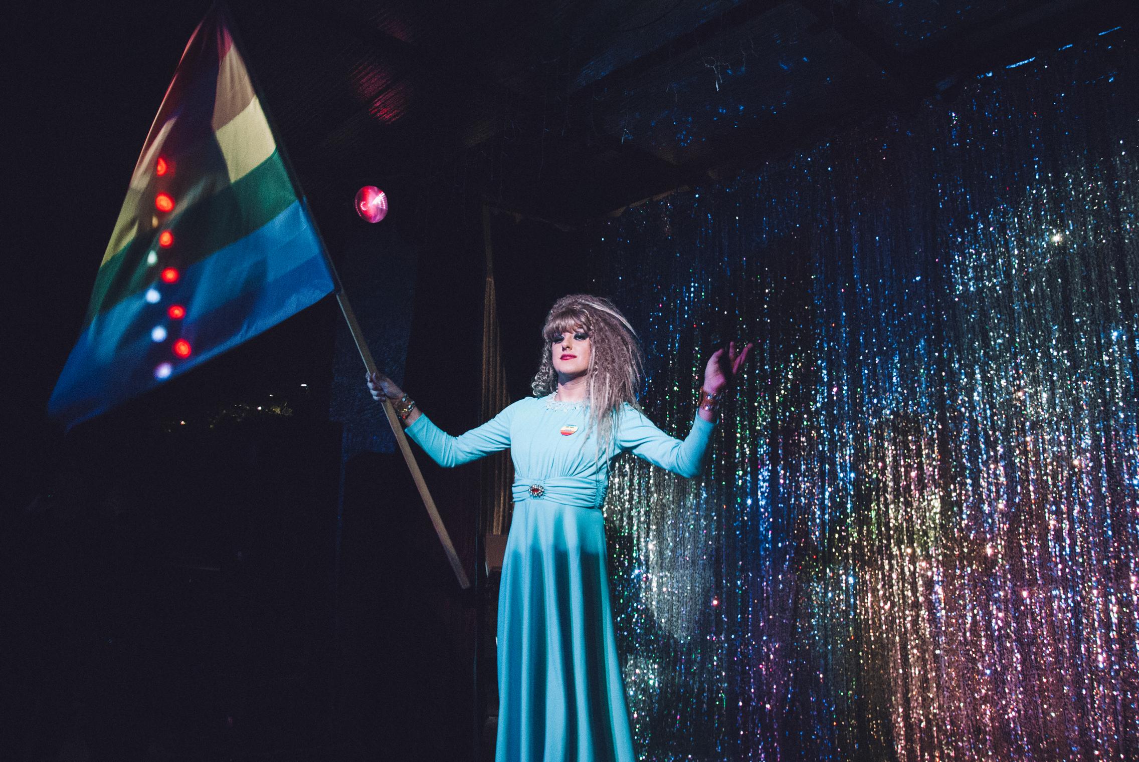 Драг-квін на сцені гей-клубу